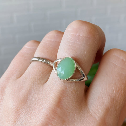 Rose cut chrysoprase silver bezel ring with split band