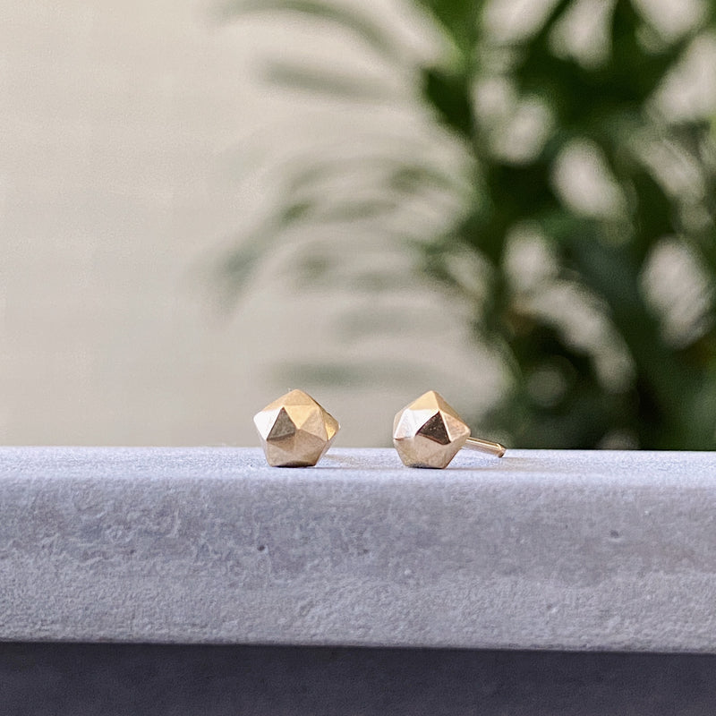 Gold micro fragment stud earrings