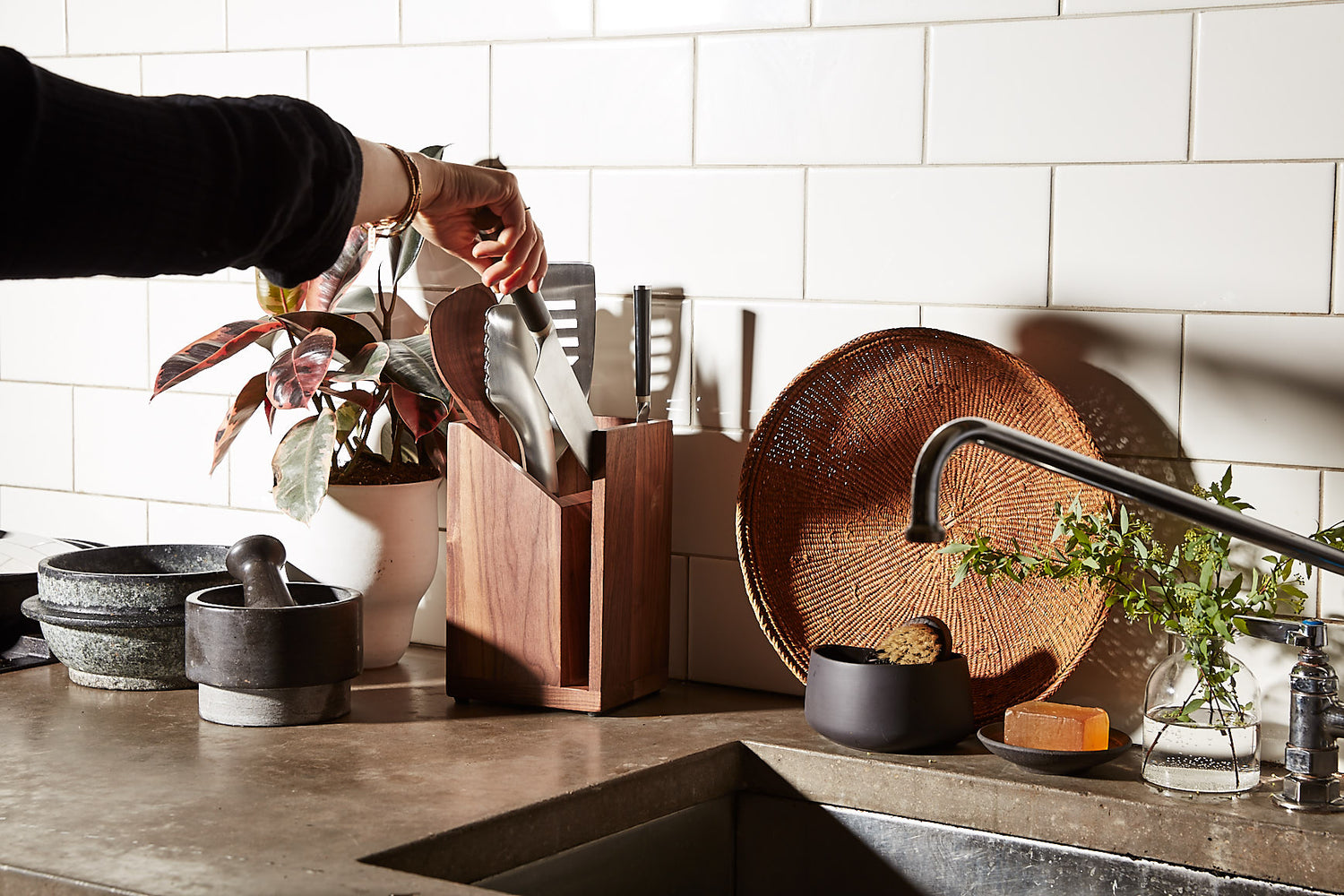 This is the Ultimate Kitchen Crock and Knife Rack – Material