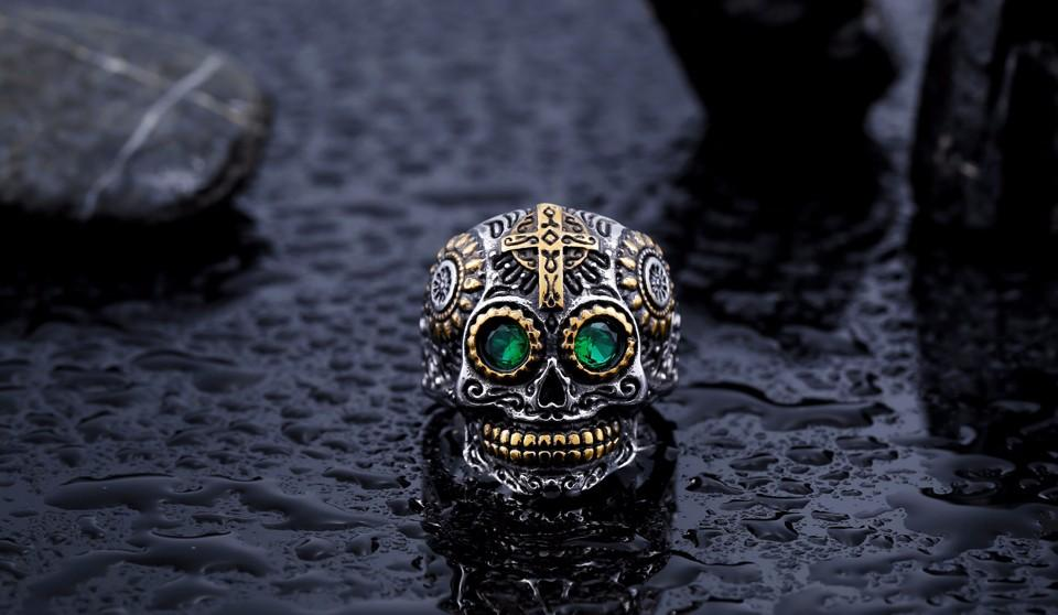 warrior skull ring green eyes front distance