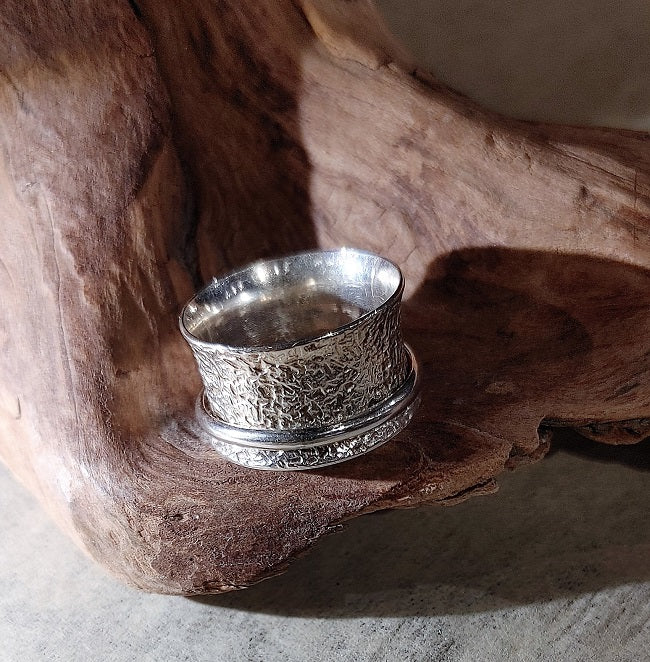 Meditation ring - hammered sand