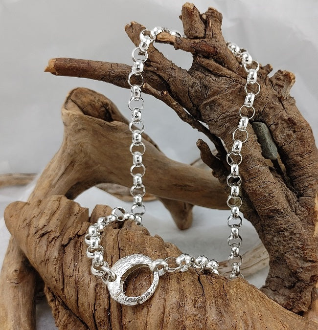 Heavy rolo chain with decorative clasp