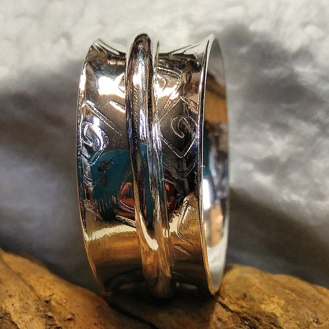 Squared spirals meditation ring