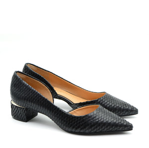 Gisele Pointed Heeled Court Shoes in Black