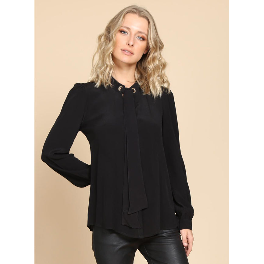 Dora Neck Lace Black Top