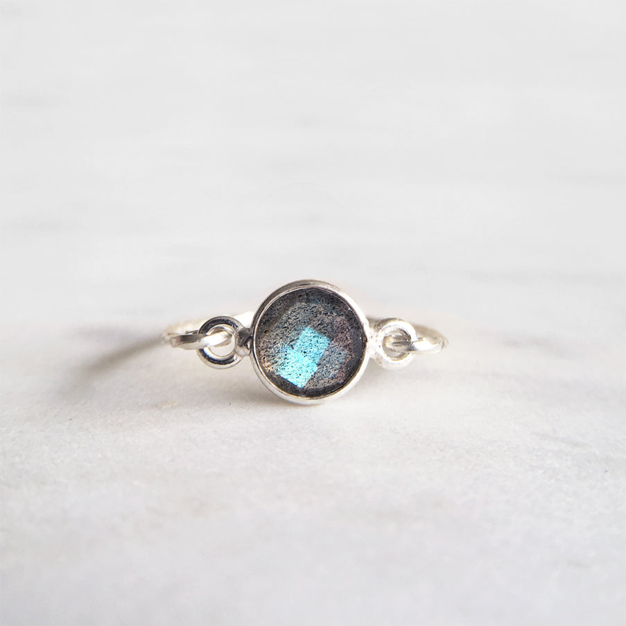 Labradorite Ring . Sterling Silver