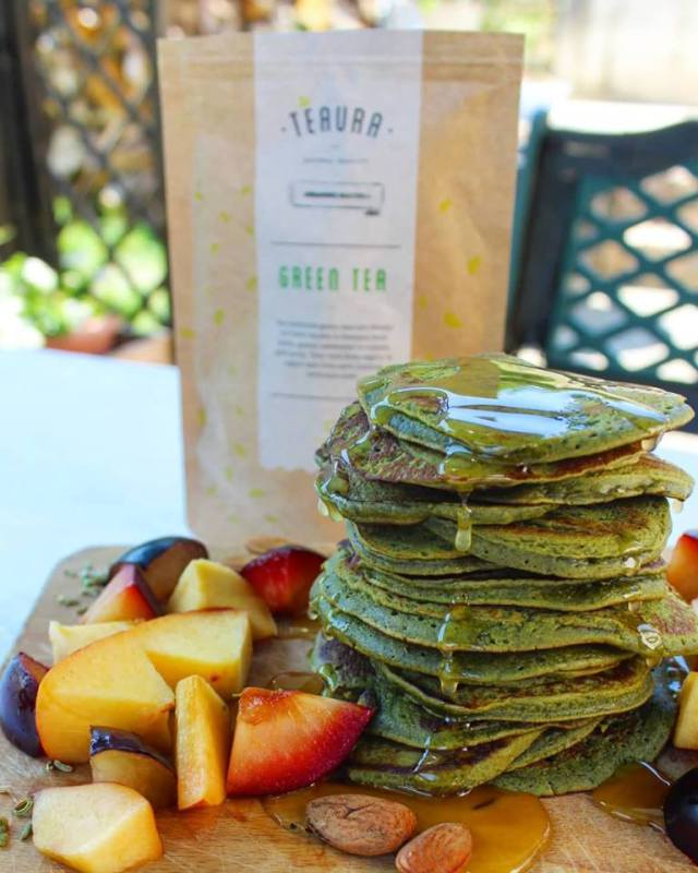 Matcha pancakes with honey