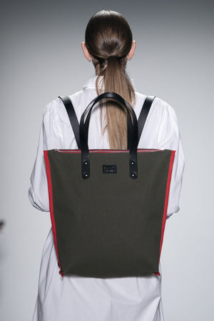 BLACK CANVAS BACKPACK ROBYN