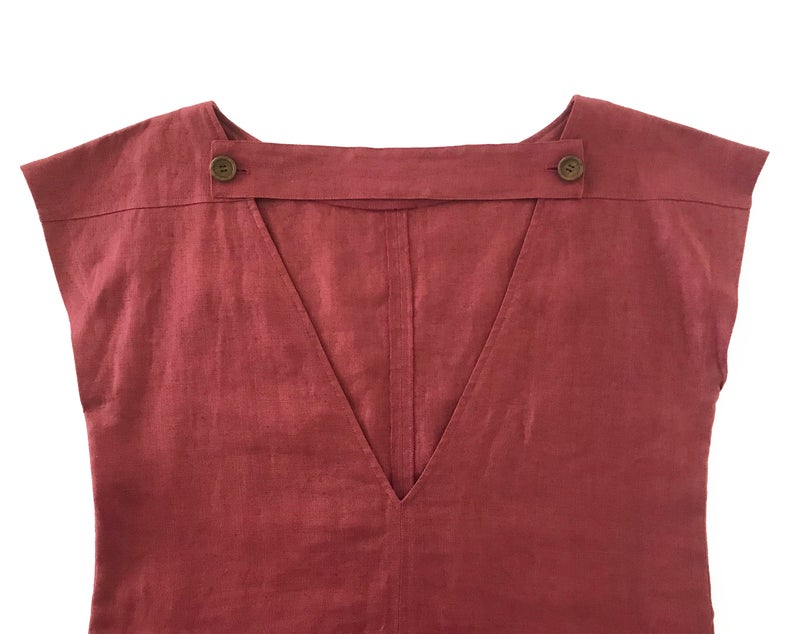 FRUIT Vintage Yves Saint Laurent Rive Gauche red maroon linen tunic dress dating to the 1980s. In near mint condition, this piece features a a classic shift/tunic silhouette with a gorgeous low, open back.