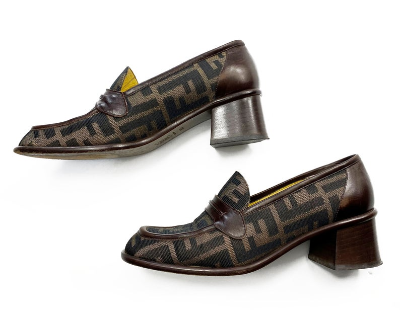 FRUIT Vintage Fendi Zucca monogram print loafers dating to the 1990s. So perfect for everyday, they look amazing styled with jeans! Come with original 1990s Fendi box.