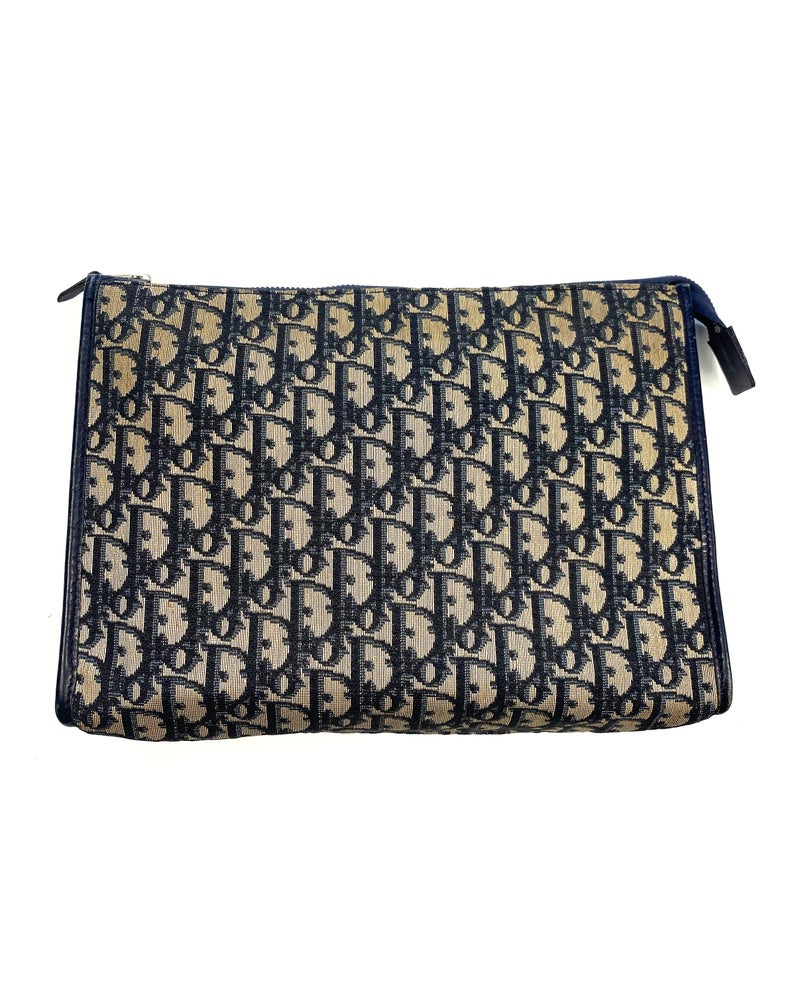 FRUIT Vintage Christian Dior 1980s navy trotter oblique monogram clutch bag. Features a classic pochette style shape with top zipper, internal pockets and vinyl lining.