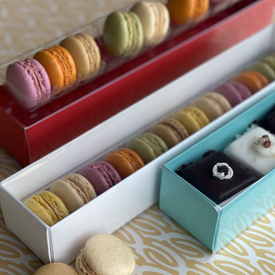 Give your lovely and delicate macarons the showcase they deserve with these beautiful, 6in and 12in display boxes.