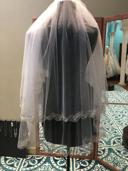 White double layered veil with swirl edge detail