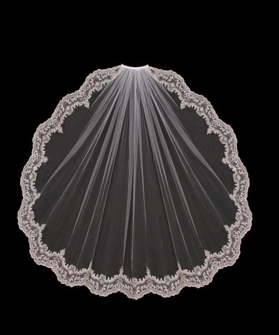En Vogue single tier white wedding veil