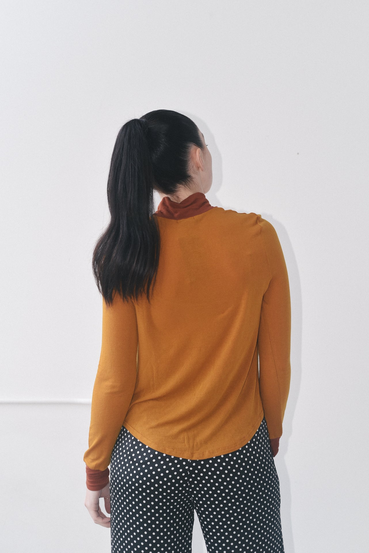 TWO TONE TURTLENECK