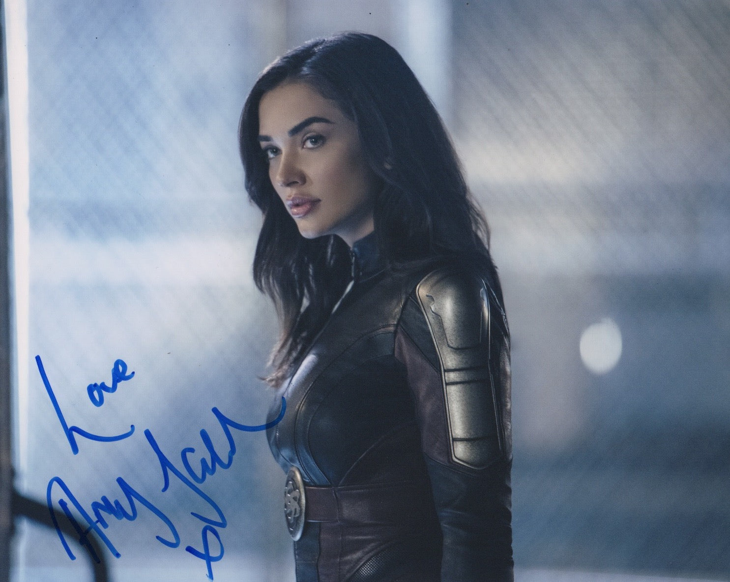 Amy Jackson Supergirl Signed Autograph 8x10 Photo #2 - Outlaw Hobbies Authentic Autographs