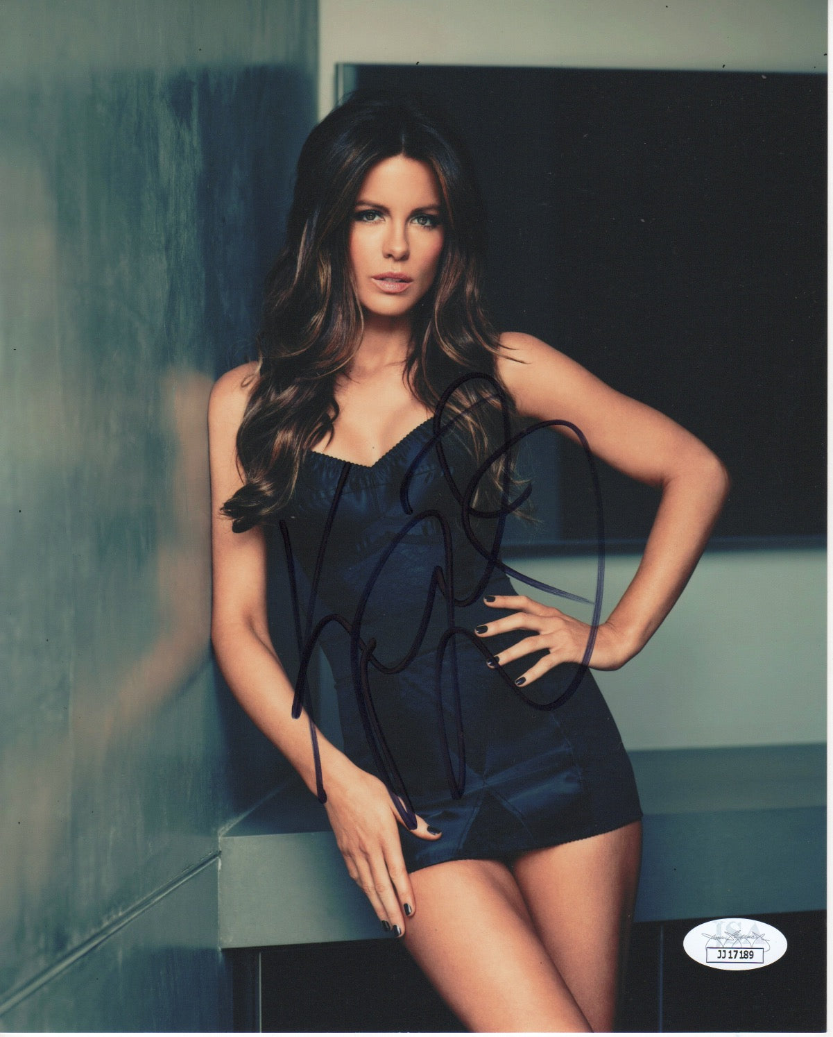 Kate Beckinsale Sexy Signed Autograph 8x10 Photo JSA Authentic #3 - Outlaw Hobbies Authentic Autographs