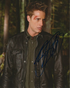 Justin Hartley Smallville Signed Autograph 8x10 Photo - Outlaw Hobbies Authentic Autographs