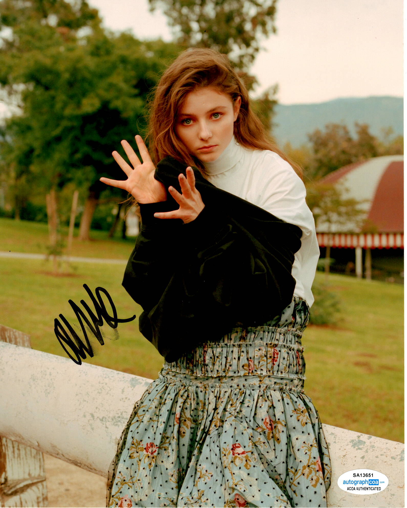 Thomasin McKenzie Signed Autograph 8x10 Photo - Outlaw Hobbies Authentic Autographs