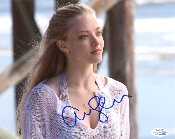 Amanda Seyfried Mamma Mia Signed Autograph 8x10 Photo ACOA #13 - Outlaw Hobbies Authentic Autographs