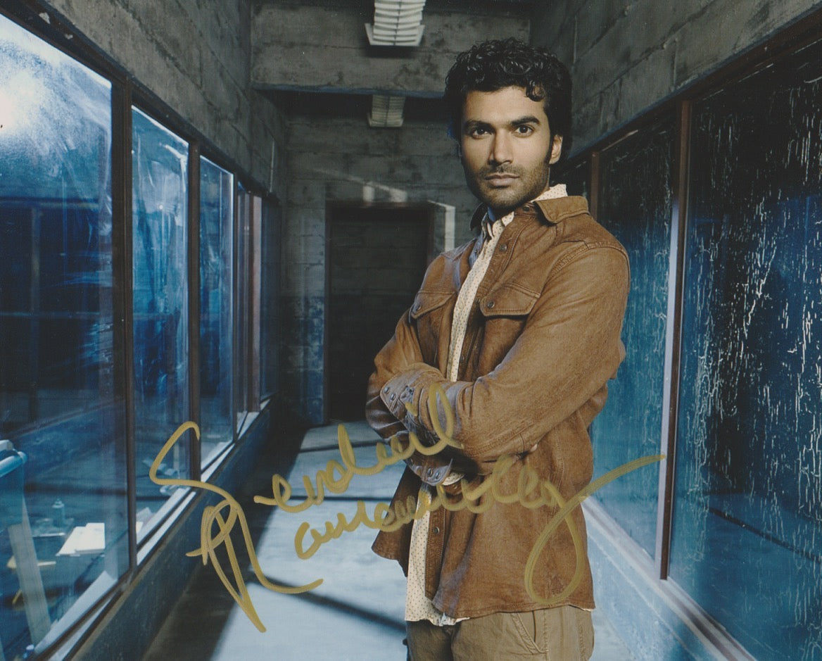 Sendhil Ramamurthy Heroes Signed Autograph 8x10 Photo #4 - Outlaw Hobbies Authentic Autographs