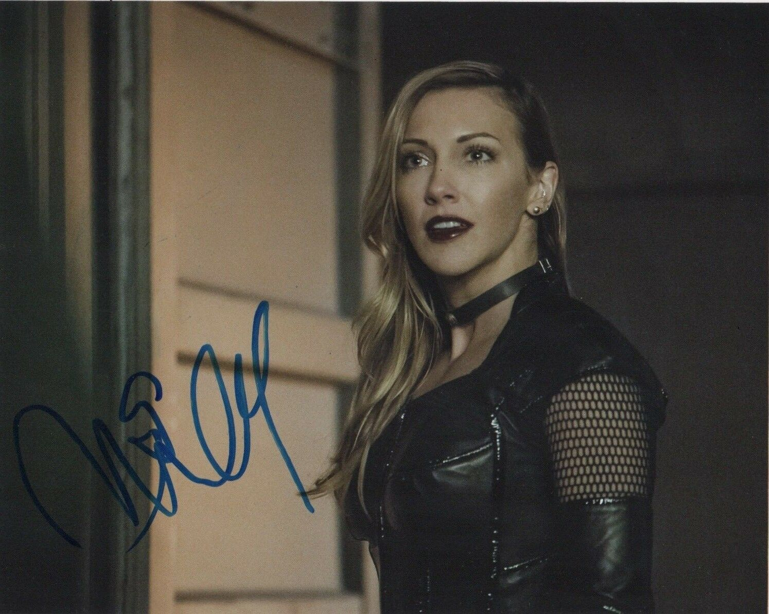 Katie Cassidy Arrow Signed Autograph 8x10 Photo - Outlaw Hobbies Authentic Autographs