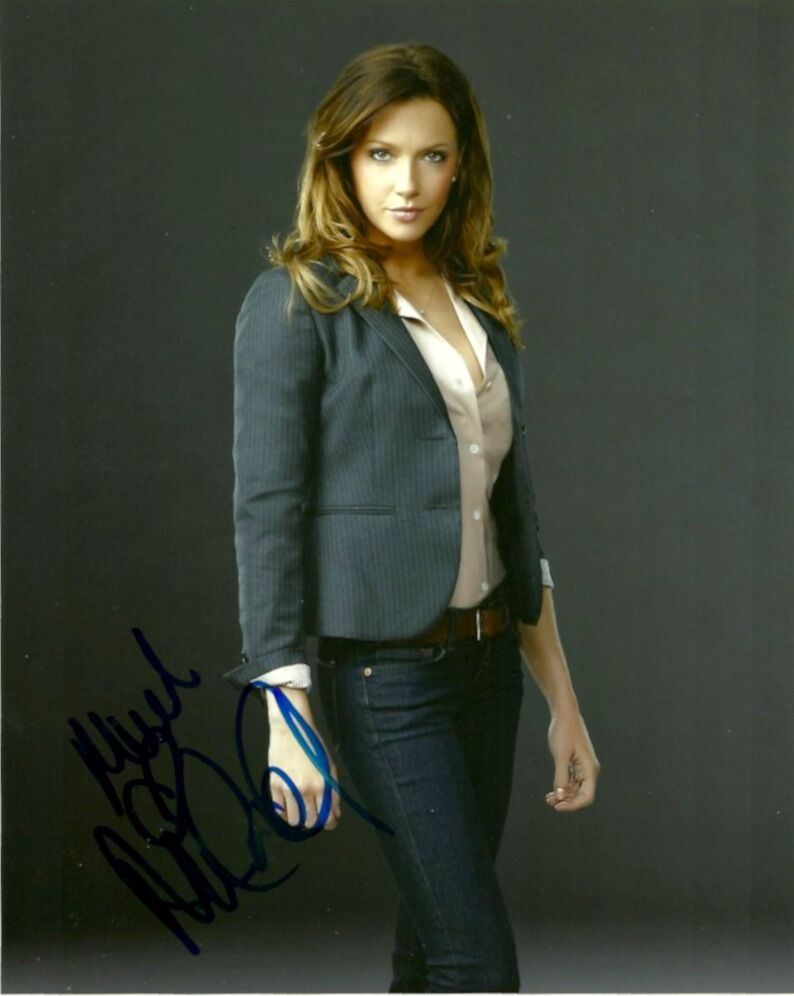 Katie Cassidy Arrow Signed Autograph 8x10 Photo #2 - Outlaw Hobbies Authentic Autographs
