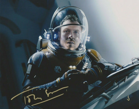 Toby Stephens Lost In Space Signed Autograph 8x10 Photo #6 - Outlaw Hobbies Authentic Autographs