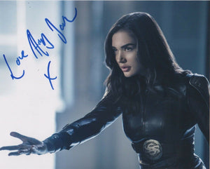 Amy Jackson Supergirl Signed Autograph 8x10 Photo #4