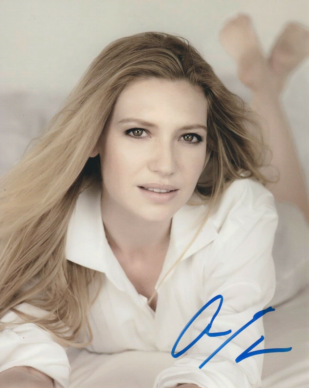 Anna Torv Sexy Signed Autograph 8x10 Photo Fringe - Outlaw Hobbies Authentic Autographs