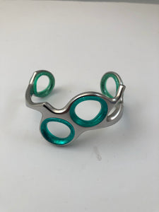 Scissor bracelet with finger inserts