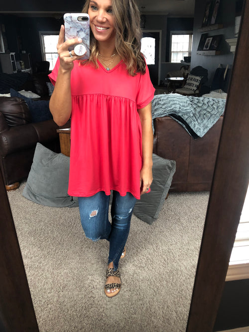Feeling Sparks Empire V Neck Tee - Coral