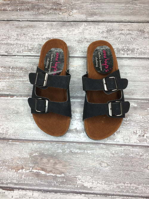 Finding Inspiration Buckle Sandal - Black