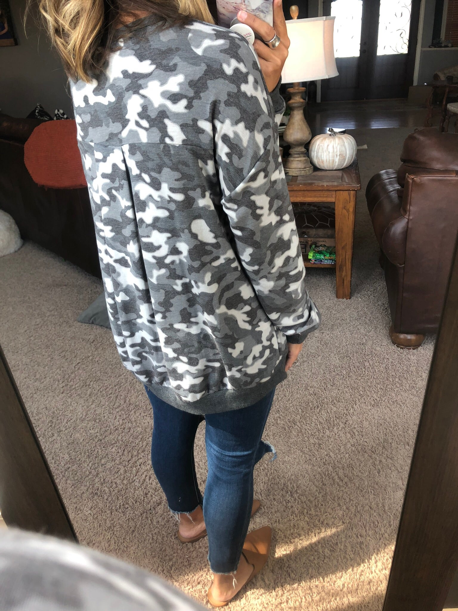 Hard To Find Camo Long Sleeve w. Pleated Back- Grey