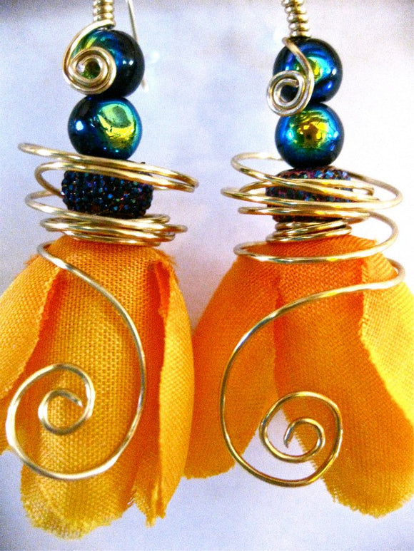 Silk flower earrings: Hula Hoop