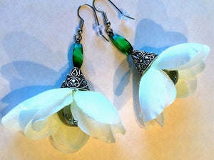 Silk flower earrings: Pure Innocence