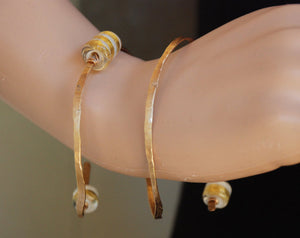 Elegant stiff spiral Bracelet, White / Gold Bracelet, Hammered gold-filled, Lampwork, Gold-filled, Flamework, 24k gold foil, Murano Glass
