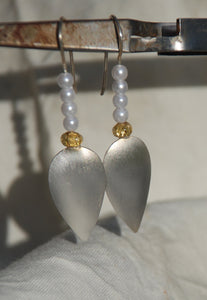 Silver earrings, White pearls earrings, Sterling silver, 24k gold foil, Matt finish, flamework, Lampwork, Delicate earrings, Murano Glass