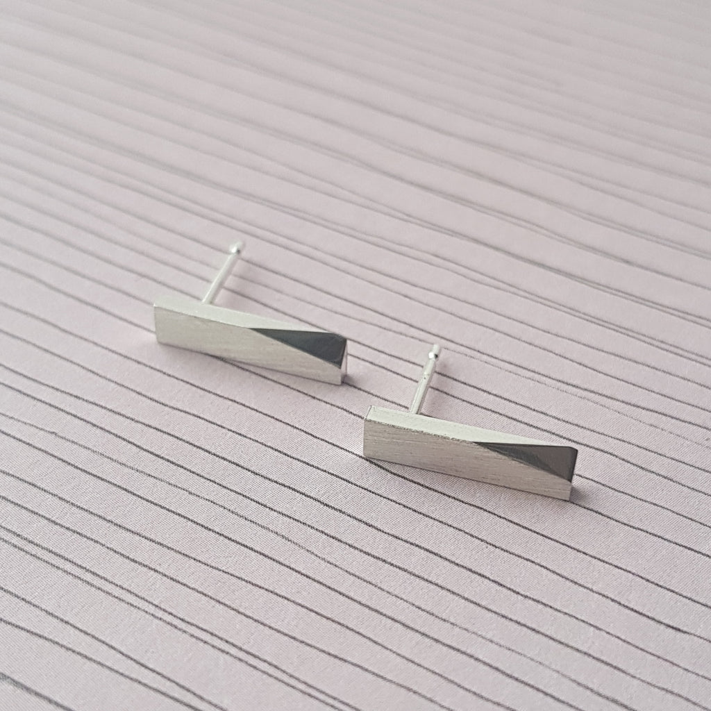 Edge Stud Earrings - Anni Anni