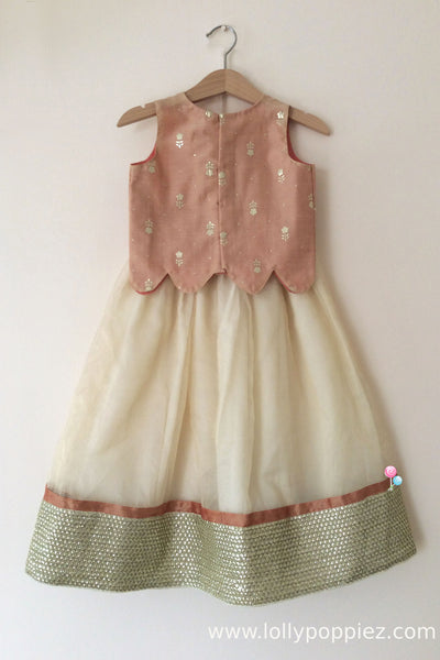 Pinkish beige scallop top with silver foil print and skirt(LEW00030)