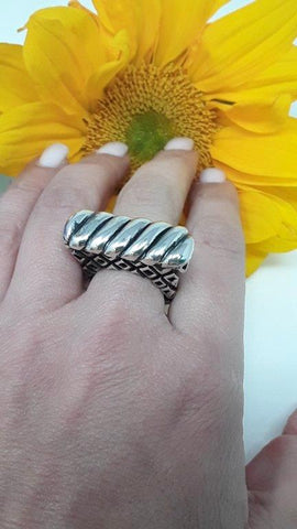 sterling silver slanted shrimp lined top with crosshatch shank