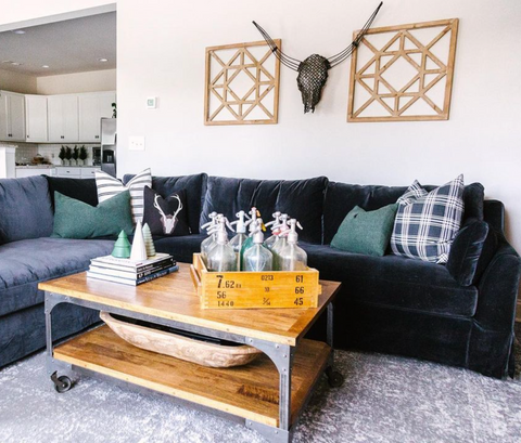 Sectional with mix and match pillows