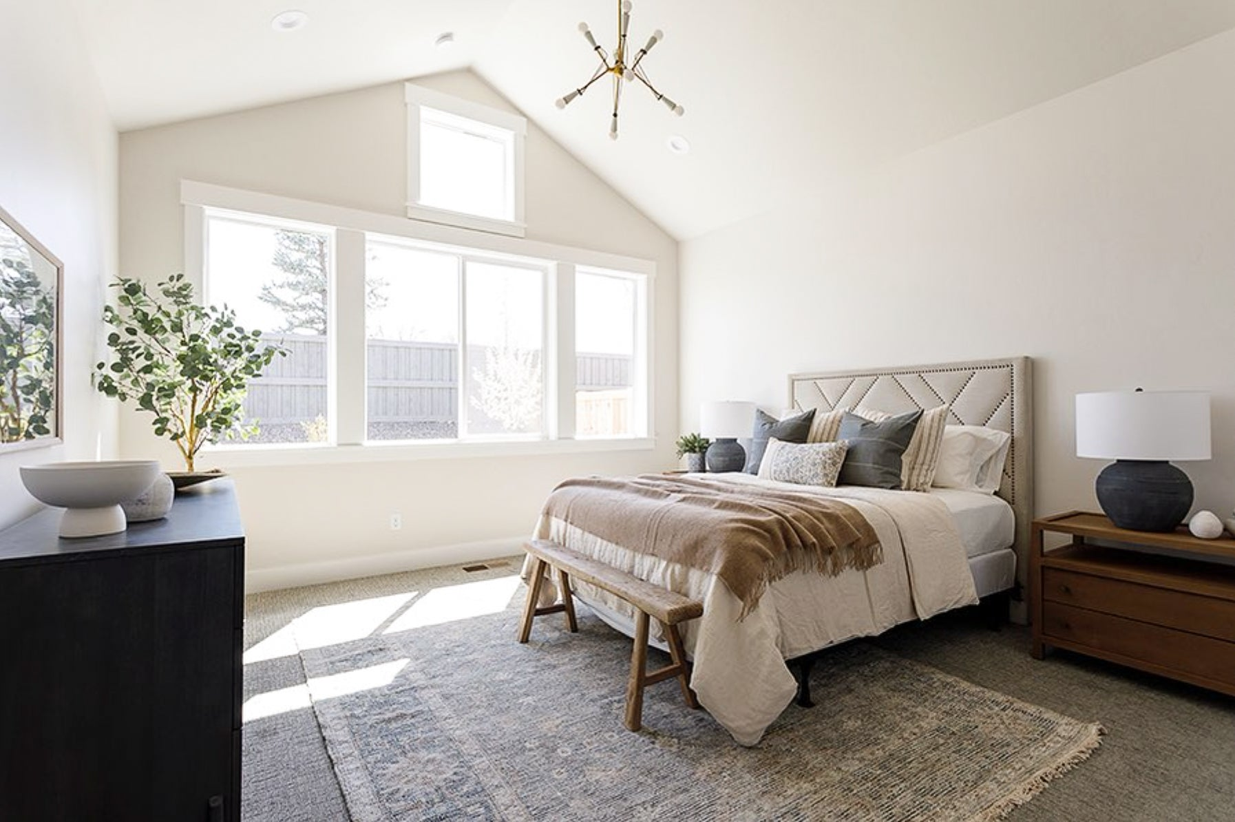 Bedroom Design, How to style your bedroom, Hackner Home, Decorative Pillows, Designer Pillows, How to style pillows on the bed, Designer Bedrooms, Modern Farmhouse Bedroom Style, Neutral Bedroom Design