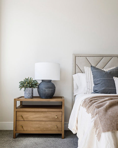 Dark Blue Pillow, Bedroom Design with Blue Pillows, How to style Pillows, Hackner Home, Designer Pillows, Decorative Pillows, Modern Farmhouse Bedroom Design, California Casual Style Bedroom, Hackner Home, Bedroom Pillows, Bed Styling design, How to style pillows on the bed