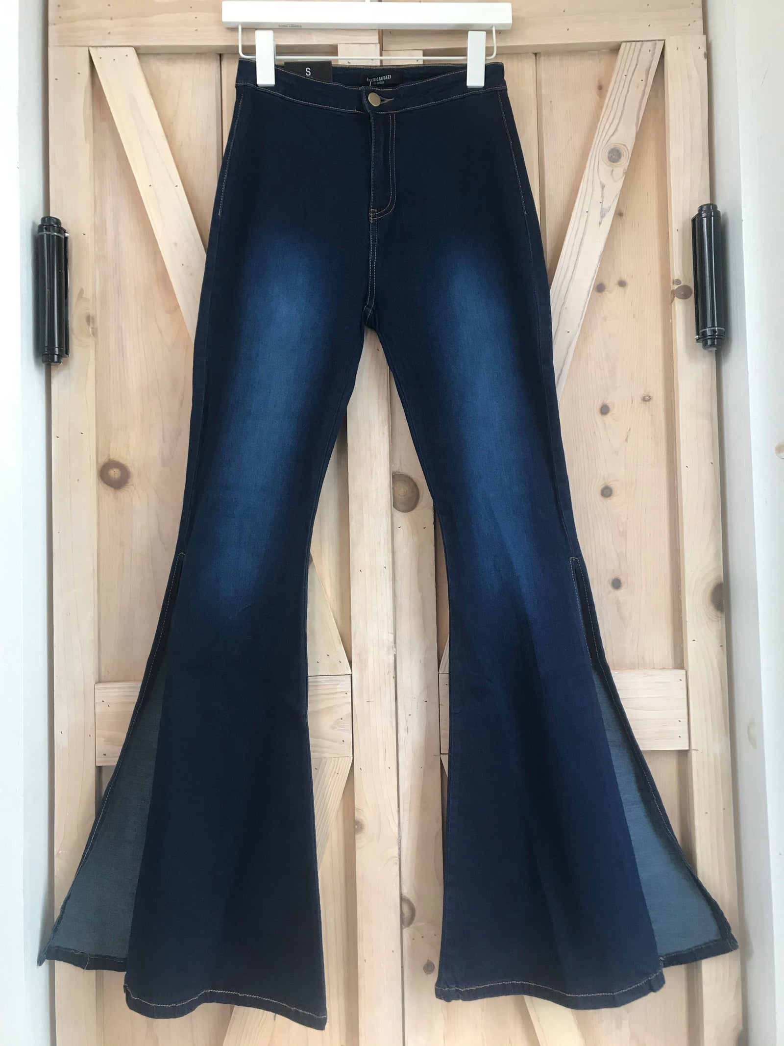 BELL BOTTOM SLIT JEANS