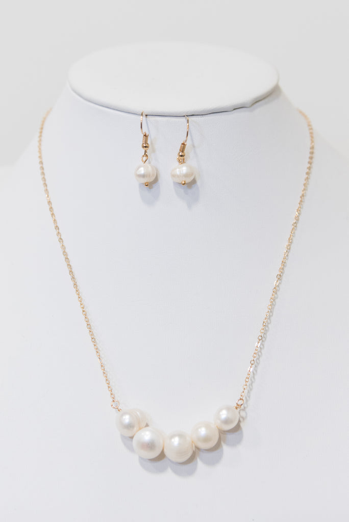 Too Glam Pearl Necklace Set