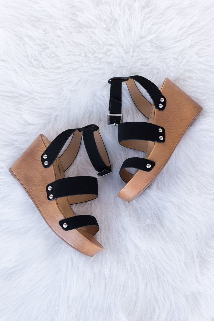 Stroll on the Beach Wedges in Black