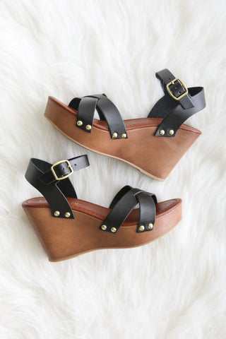Summer Stroll Wedges in Black