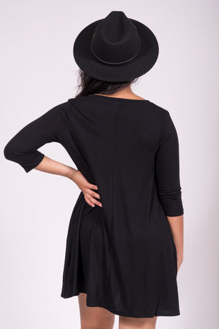 Soho Square V-Neck Dress 3/4 Sleeves in Black