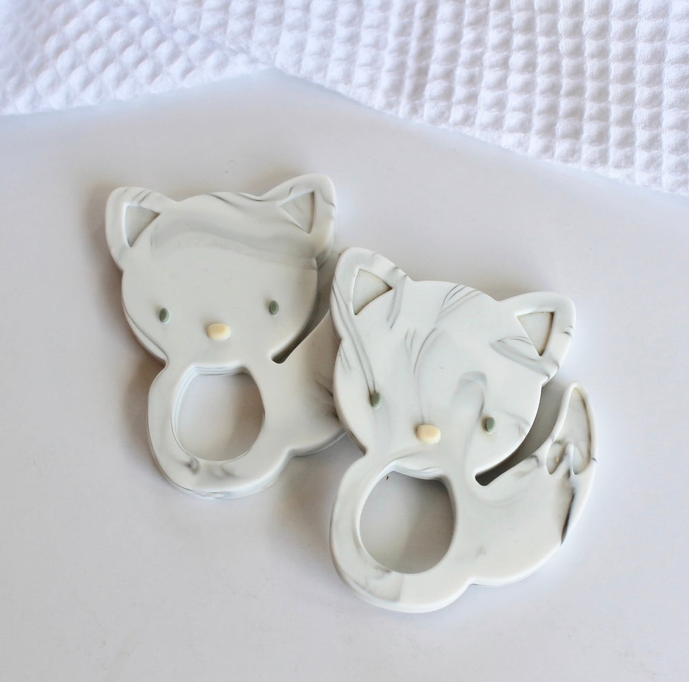 Support teething with silicon Fox teethers